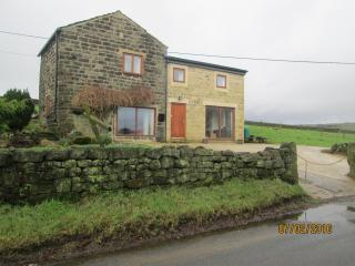 Staups Barn Holiday Cottage, Todmorden - Todmorden vacation rentals