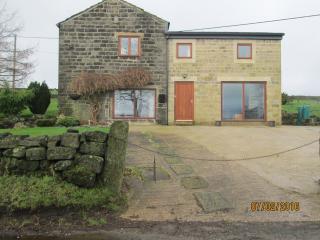 Staups Barn Holiday Cottage, Todmorden - Todmorden vacation rentals