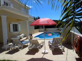 Bright 4 bedroom Villa in Pera with Internet Access - Pera vacation rentals