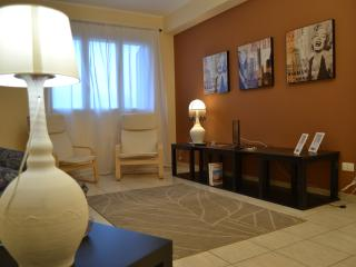 Bright 3 bedroom Belpasso Condo with A/C - Belpasso vacation rentals