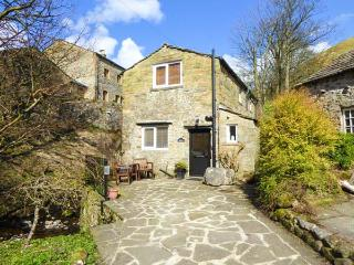 MILL COTTAGE, pet friendly, luxury holiday cottage, with open fire in Buckden, Ref 2224 - Buckden vacation rentals