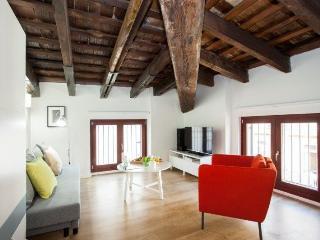 Charming 1 bedroom Valencia Apartment with Internet Access - Valencia vacation rentals