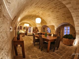 Charming Gravina in Puglia vacation Bed and Breakfast with Internet Access - Gravina in Puglia vacation rentals