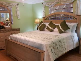 Beautiful Luxury Family Vacation Home - Lauderdale Lakes vacation rentals