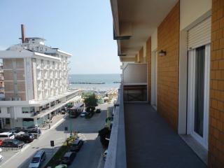 TRILOCALE ampio centrale RISTRUTTURATO - Bellaria-Igea Marina vacation rentals