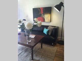 Cute and Cozy Cottage! - Glendale vacation rentals