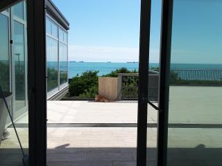 Appartamento n 2fronte spiaggia e terrazza a mare - Lido di Venezia vacation rentals
