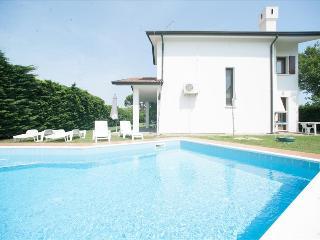 Cozy 3 bedroom Villa in Isola Albarella - Isola Albarella vacation rentals
