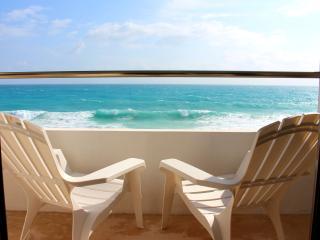 Casa Perla - Oceanfront 2 Bdrm w/ rooftop pool - Isla Mujeres vacation rentals