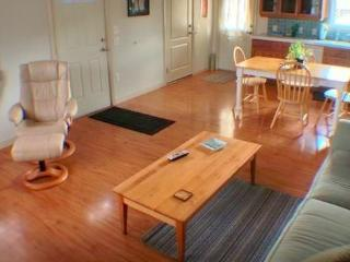 Charming 1BR Cottage in West Petaluma - Walk to Historic Downtown! - Petaluma vacation rentals