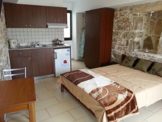 VINTAGE HOUSE STUDIOS PITSIDIA - Pitsidia vacation rentals
