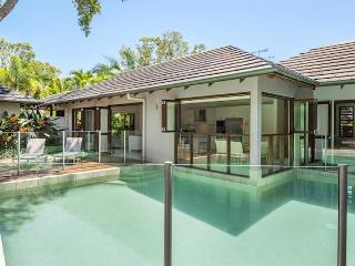 Comfortable Villa with Deck and Internet Access - Port Douglas vacation rentals