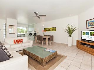 Perfect Condo with Deck and Internet Access - Port Douglas vacation rentals