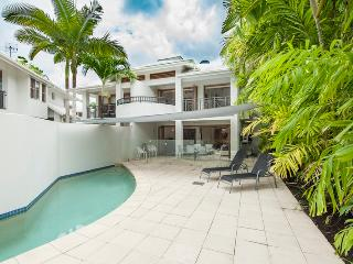 Perfect 3 bedroom Villa in Port Douglas with Deck - Port Douglas vacation rentals