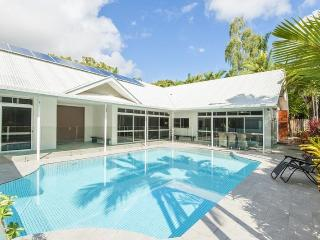 Gorgeous 4 bedroom House in Port Douglas with Deck - Port Douglas vacation rentals