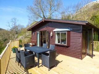 SPRINGTIME LODGE, single-storey lodge with WiFi, close coast, lovely views, Rhyd-y-Foel Ref 24454 - Rhyd-y-foel vacation rentals