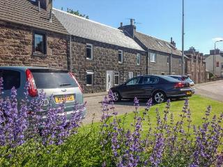 THE GARDEN FLAT, first floor apartment, enclosed garden, ideal for a couple or family, in Crieff, Ref 928342 - Crieff vacation rentals
