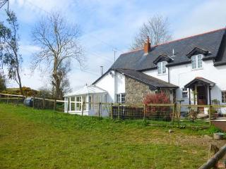 GLAN Y GORS COTTAGE, WiFi, private garden, pet-friendly, on small holding nr Llangernyw, Ref 935184 - Eglwysbach vacation rentals