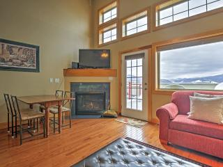Cozy 2BR Dillon Condo w/Wifi, Large Deck Overlooking Lake Dillon & Complex Hot Tub - Walking Distance to Restaurants & Easy Access to 6 Different Ski Resorts! - Dillon vacation rentals