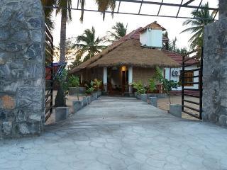3 bedroom Beach hut with Internet Access in Batticaloa - Batticaloa vacation rentals