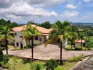 4BDR Lux Pool Villa n Big Buddha V1 - Chalong Bay vacation rentals