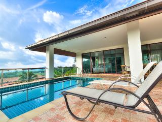 Perfect 5 bedroom Villa in Chalong Bay - Chalong Bay vacation rentals