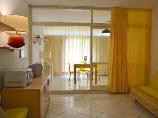 Monolocale in residence con piscina - Marina di Bibbona vacation rentals