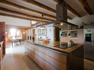 Cal Pau Cruset - Casa Parellada - Torrelles de Foix vacation rentals