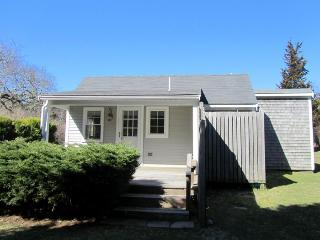 Walk to Nauset from this Cozy Cottage! - East Orleans vacation rentals