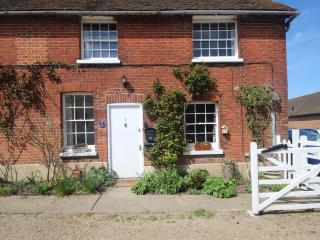 A charming 2 bedroom cottage near Canterbury - Canterbury vacation rentals