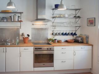 2 bedroom Apartment with Internet Access in Paris - Paris vacation rentals