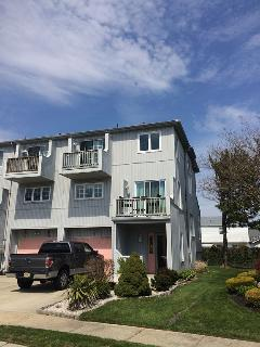 Immaculate 3Bed, 2.5Bath Townhouse - Ground Pool!! - Brigantine vacation rentals