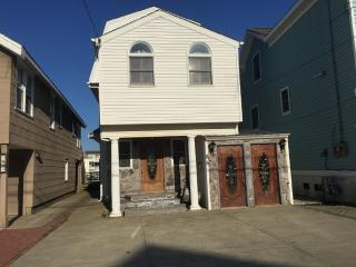 Beautiful Bayfront home 85 W 17th St Ocean City NJ - Ocean City vacation rentals