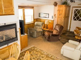 Cozy Shangrila - Ski and Hot Tub - Stateline vacation rentals