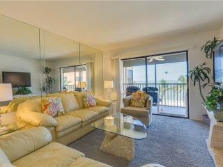 Villa Del Mar 403, 2 Bedrooms, Gulf Front, Elevator, Heated Pool, Sleeps 4 - Fort Myers Beach vacation rentals