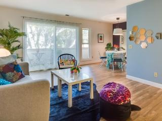 Charming And Cozy Home With 2 Bedrooms in Palo Alto - With Swimming Pool and Carport - East Palo Alto vacation rentals