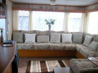 Cosy 3 Bed Caravan, Millfields Caravan Park, - Ingoldmells vacation rentals