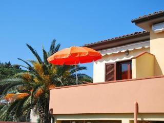 Comfortable Apartment in Marina Di Campo with Television, sleeps 4 - Marina Di Campo vacation rentals
