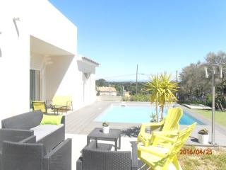 Beau studio avec wifi, piscine, parking fermé - Villeneuve-les-Avignon vacation rentals