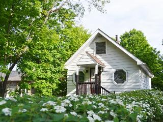 Cozy Cottage with Internet Access and A/C - Toronto vacation rentals