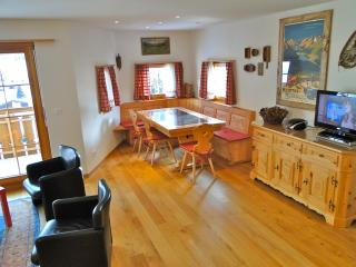 Nice 2 bedroom Zuoz Apartment with Television - Zuoz vacation rentals