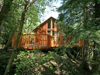 Vaulted Ceilings, Hot Tub, Hillside Cabin, Convenient Location - Sundance vacation rentals