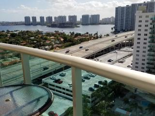 Penthouse across the beach w/ FREE Parking Miami ! - Sunny Isles Beach vacation rentals