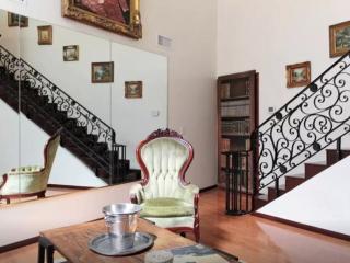 Beautiful 1 Bed 1 Bath Apartment - Highland Park vacation rentals