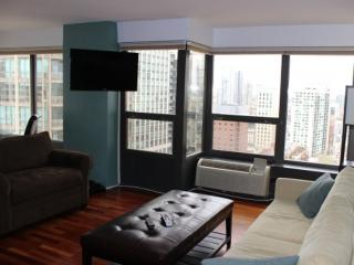 LOVELY AND SPACIOUS 2 BEDROOM, 1 BATHROOM APARTMENT - Chicago vacation rentals