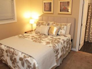 2 bedroom Apartment with Internet Access in Shoreline - Shoreline vacation rentals