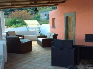 Bilocale sul mare con terrazzo 4 posti letto - Santa Marina Salina vacation rentals