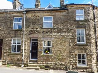 CORNER COTTAGE open plan, pet-friendly, village location, WiFi in Tideswell, Ref 931731 - Tideswell vacation rentals