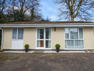 BROOK COTTAGE, pet-friendly bungalow, WiFi, patio, close Liskeard Ref 934296 - Liskeard vacation rentals