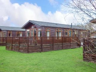43 GRESSINGHAM, detached log cabin, on-site facilities, parking, in Carnforth, Ref 934308 - Carnforth vacation rentals
